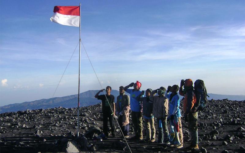 Gunung yang sering Dijadikan Lokasi Upacara 17 Agustus - Gunung Semeru, Jawa Timur