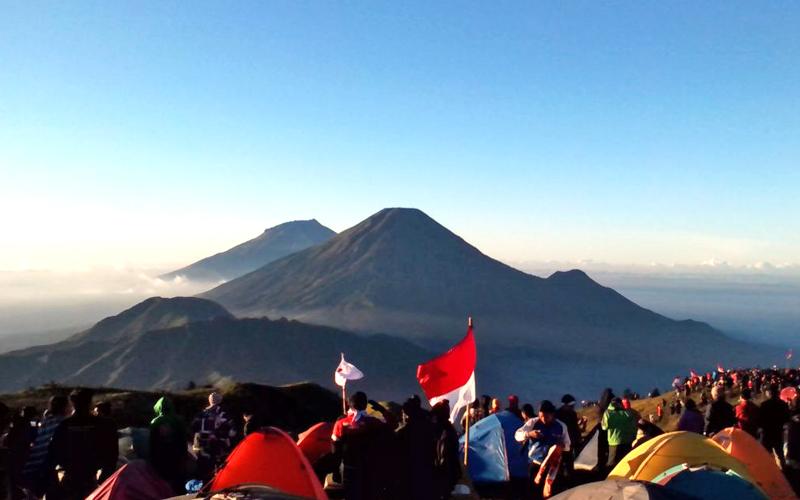 Gunung yang sering Dijadikan Lokasi Upacara 17 Agustus - Gunung Prau, Dataran Tinggi Dieng