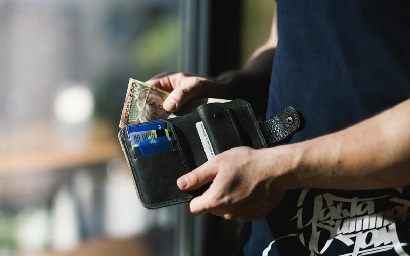 Tips Jalan-Jalan Sambil Nonton Konser - Bawalah Uang Lebih