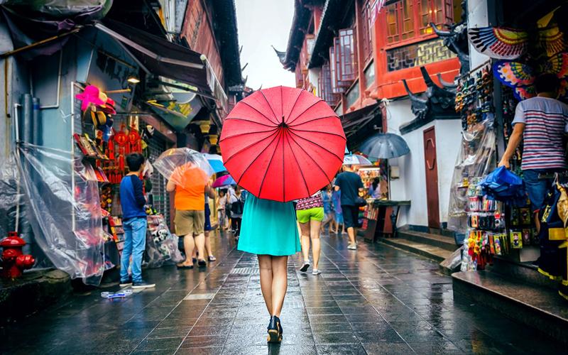 Liburan Saat Musim Hujan? Ini Cara Chelsi Biar Liburan Tetap Seru