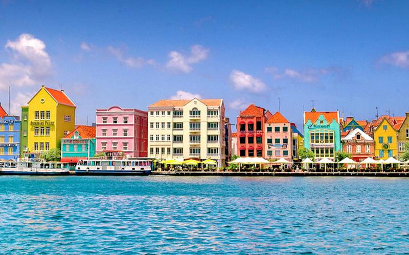 Willemstad, Curacao yang Penuh Warna Pastel