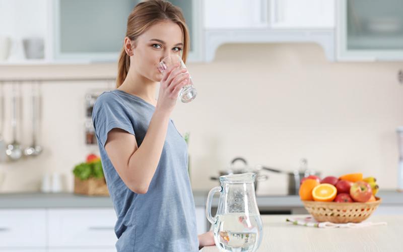 Liburan Saat Musim Hujan - Minum Vitamin Agar Makin Fit