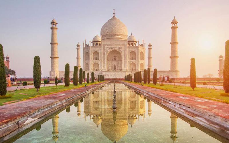3 Tempat Wisata yang Dibangun Sebagai Bukti Cinta - Taj Mahal, India